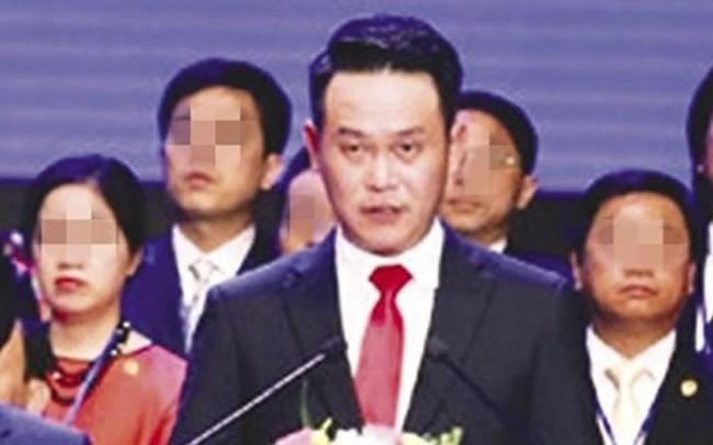 """Chủ tịch Hội Doanh nhân trẻ Việt Nam Đặng Hồng Anh bị tố """"ngồi nhầm ghế"""""""