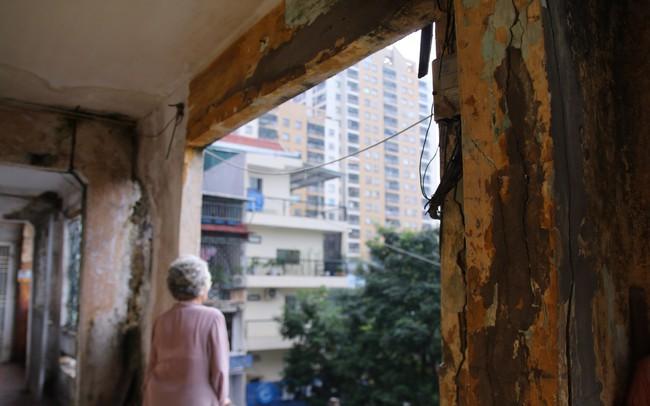 Chuyện ở những khu nhà 'không biết sập lúc nào' giữa lòng Hà Nội