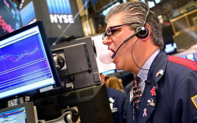 Có lúc giảm gần 550 điểm, Dow Jones phục hồi mạnh mẽ cuối phiên
