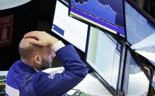 """Dow Jones giảm hơn 600 điểm, """"thổi bay"""" mọi thành quả trong năm 2018"""