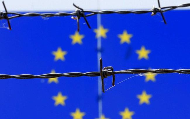 """Loạt bất lợi """"bủa vây"""" kinh tế châu Âu"""