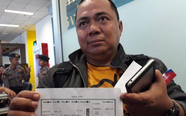 Người đàn ông may mắn thoát khỏi thảm họa máy bay Indonesia rơi vì đến sân bay muộn 10 phút