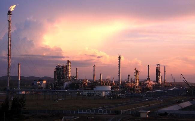 Giá dầu liên tục vượt đỉnh, cổ phiếu dầu khí sẽ tiếp tục bứt phá?