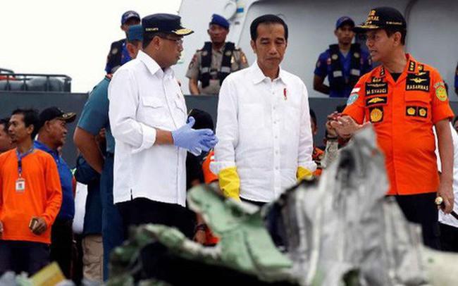 """Rơi máy bay Indonesia: Chiếc Boeing tông phải """"bom mưa""""?"""