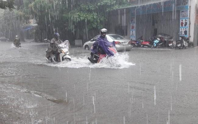 Không khí lạnh tăng cường, mưa lớn diện rộng ở Trung Bộ