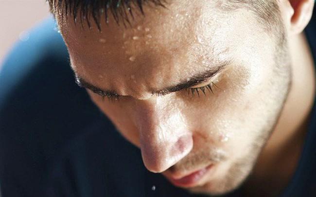 Đổ mồ hôi nhiều: Dấu hiệu cảnh báo 2 căn bệnh bạn nên biết để xử lý ngay từ khi còn trẻ
