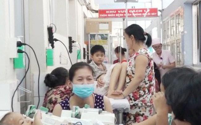 Bác sĩ chỉ rõ dấu hiệu cần đưa trẻ mắc tay chân miệng đi viện ngay lập tức, tránh tử vong