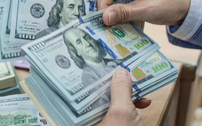 Ngân hàng tiếp tục nâng tỷ giá, đẩy giá bán USD lên kịch trần