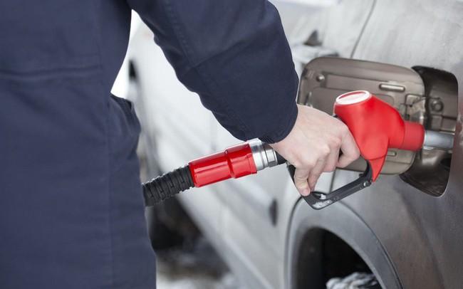 Giá xăng tăng tiếp gần 700 đồng/lít