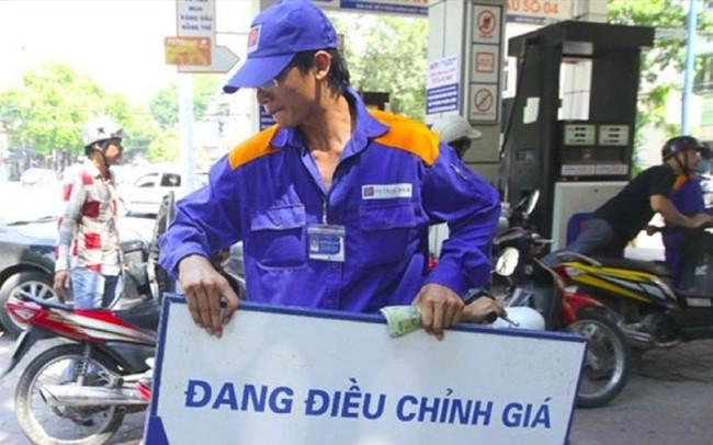 Giá xăng dầu cao nhất từ nhiều năm trở lại đây: Tránh tác động kép, cần lùi thời điểm tăng thuế môi trường