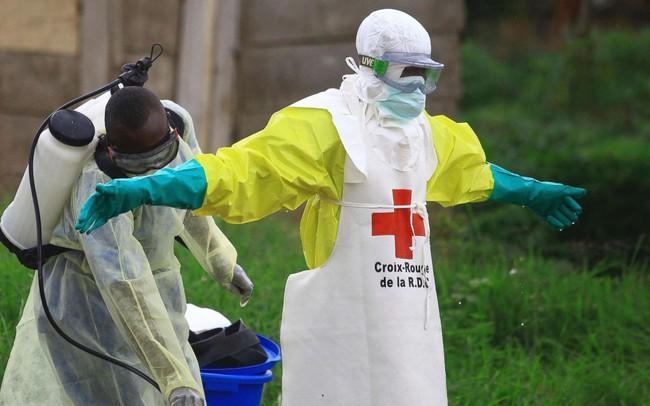 Đại dịch Ebola bùng phát, giết chết 200 người