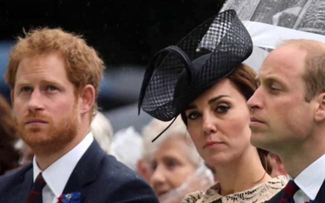 Người hâm mộ hoang mang trước tin Meghan và Harry chuyển ra khỏi cung điện sau khi căng thẳng với William và Kate