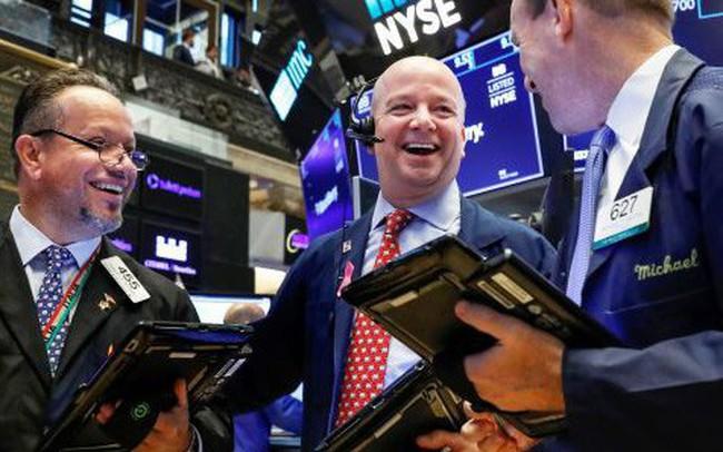 Cổ phiếu nhóm công nghệ hồi phục, Dow Jones lấy lại hơn 300 điểm vào phiên giao dịch đầu tuần