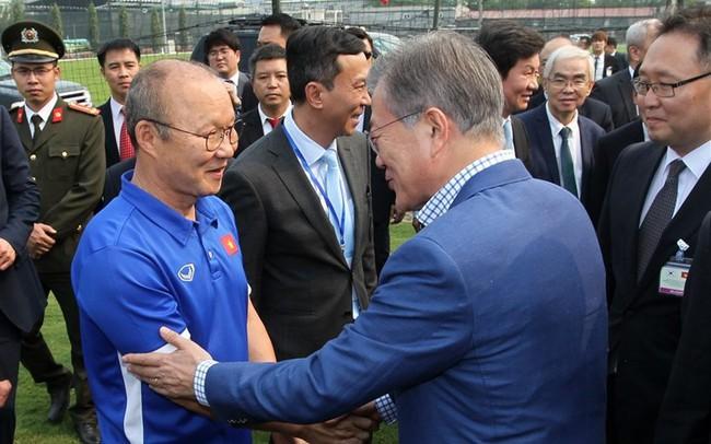 Lay động vì tình yêu của khán giả Việt với HLV Park Hang-seo, Hàn Quốc nới quy định visa