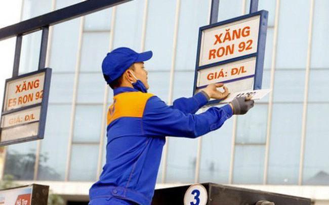 CPI giảm nhẹ nhờ xăng