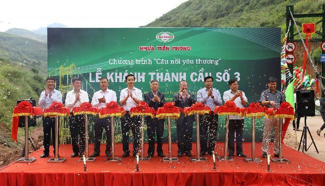 Nhựa Tiền Phong khánh thành cây cầu yêu thương số 3 tặng bà con xã Nậm Xỏ, Lai Châu