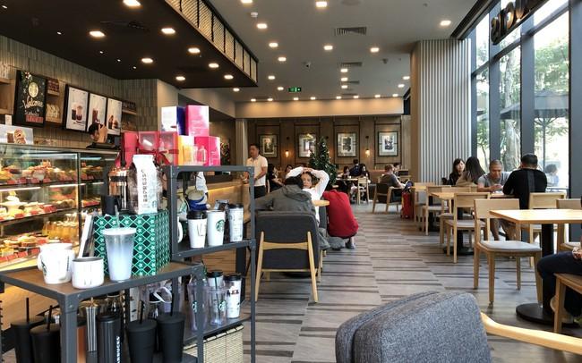 Bán đắt, bị ông chủ Trung Nguyên chê nhưng Starbucks Việt Nam vẫn bỏ xa nhiều đối thủ và ngày càng ăn nên làm ra