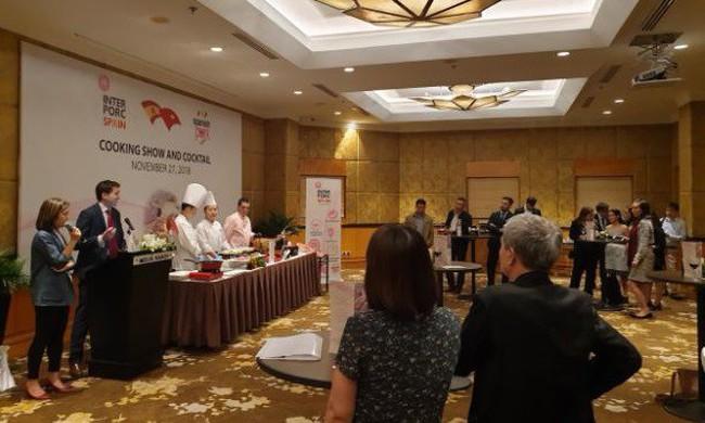 Người tiêu dùng Việt hào hứng với sự kiện giới thiệu thịt heo trắng Tây Ban Nha