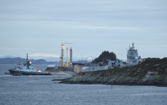 Đâm phải tàu chở dầu, chiếm hạm Na Uy sắp chìm
