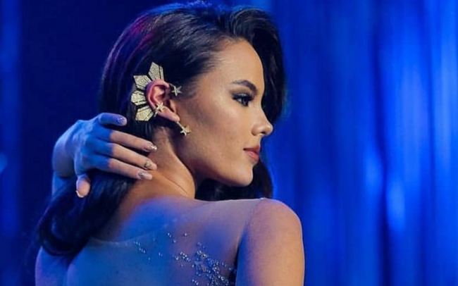 """Không chỉ sở hữu nhan sắc chinh phục cả thế giới, Tân Hoa hậu Hoàn Vũ 2018 còn khiến fan ngây ngất vì sở hữu """"bí mật khủng"""" này"""