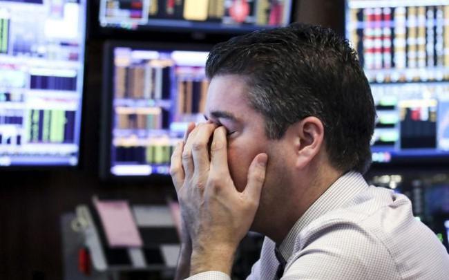 Việc Fed tiếp tục nâng lãi suất khiến giới đầu tư hoảng loạn, Dow Jones mất 500 điểm
