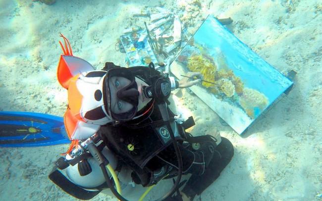 Khi nghệ thuật không giới hạn: Những bức tranh sống động tuyệt đẹp được tạo ra dưới đáy đại dương suốt 6 tiếng đồng hồ