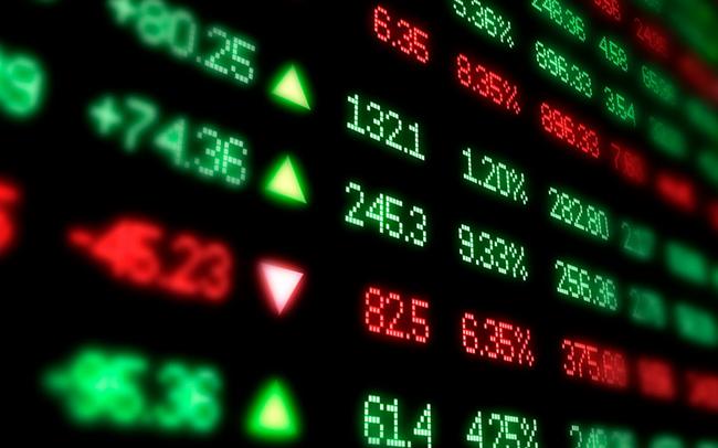 Khối ngoại bán ròng 800 tỷ đồng, Vn-Index thủng mốc 910 điểm trong phiên 24/12