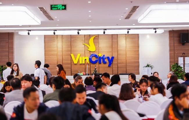 VinCity lại gây chú ý với hàng nghìn người chen chân thăm nhà mẫu tại dự án thứ 2 mang tên VinCity Sportia
