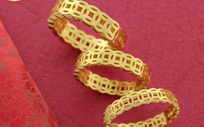 Nhẫn vàng kim tiền giá rẻ bày bán tràn lan - ảnh 1