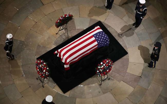 Cập nhật tang lễ cố Tổng thống Bush (cha): Di hài nằm ở trái tim của tòa nhà Quốc hội Mỹ