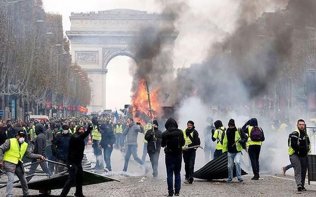 Chính phủ Pháp dừng tăng thuế nhiên liệu