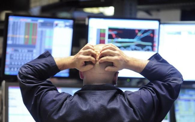 Tại sao đường cong lợi suất đảo ngược lại khiến thị trường hoảng loạn đến vậy?