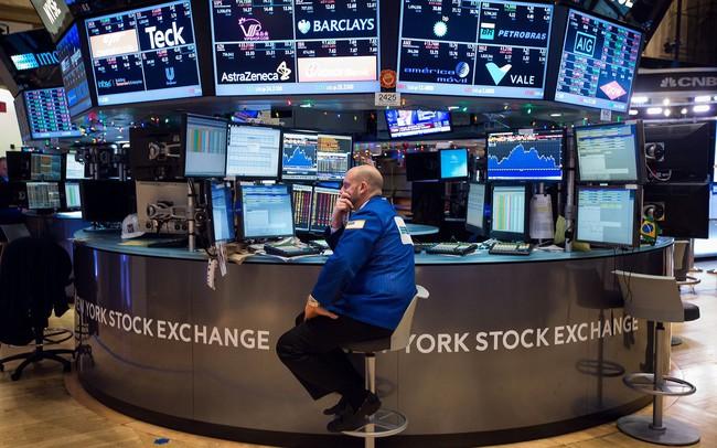 Đợt thắt chặt tiền tệ có thể chậm hơn dự kiến, Dow Jones hồi phục sau cú giảm 780 điểm trong phiên