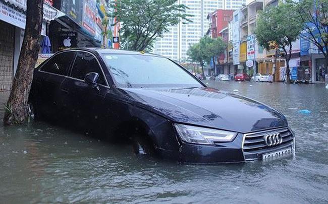 Xế hộp BMW, Range Rover chìm trong hầm, ngập trên đường Đà Nẵng