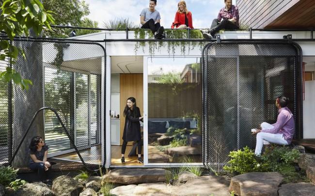 """Không ai ngờ ngôi nhà tuyệt đẹp này được xây từ những vật liệu """"bỏ đi"""""""
