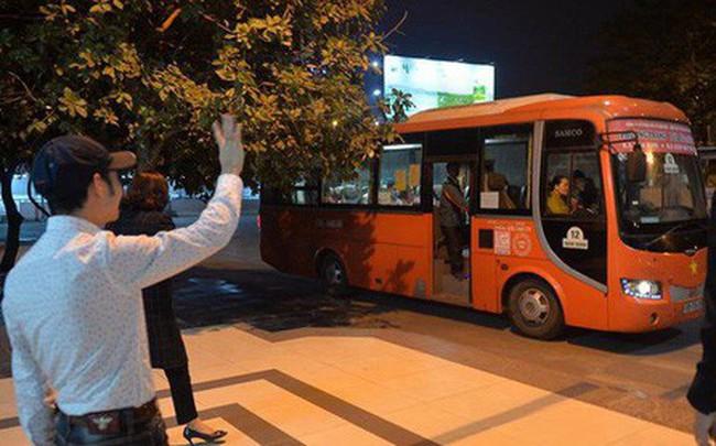 2 chuyến xe cuối cùng rời khỏi bến Giáp Bát chở hàng chục hành khách về quê ăn tết