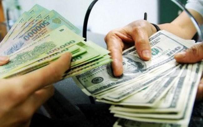 Nhiều ngân hàng nâng mạnh giá USD trong ngày khai Xuân