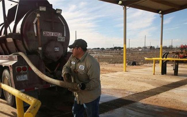 Giá dầu giảm do nhà đầu tư lo lắng Mỹ tăng sản lượng