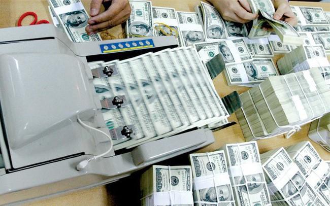 Tỷ giá trung tâm tăng 10 đồng, nhiều nhà băng nâng mạnh USD nhưng thị trường tự do lại giảm