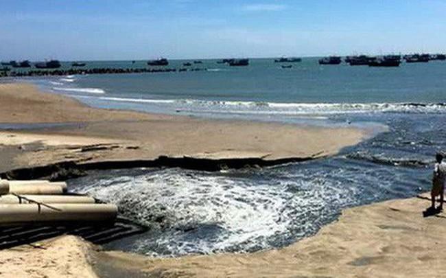 Xác minh nguồn nước thải đen ngòm xả trực tiếp ra biển La Gi