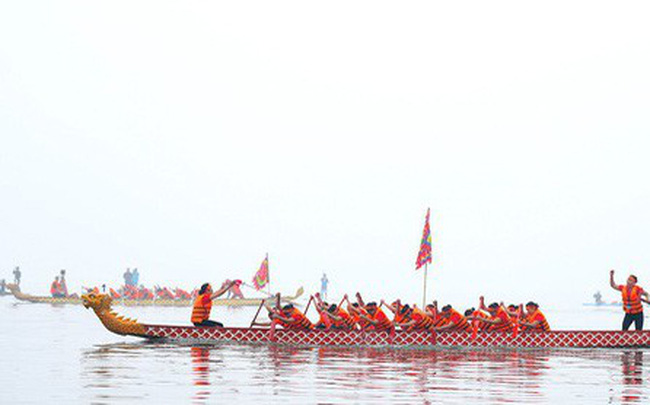 Người dân háo hức xem lễ hội đua thuyền rồng đầu tiên trên hồ Tây