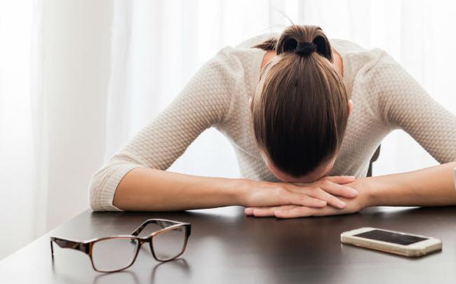 Tưởng làm những việc này có thể thoát khỏi mệt mỏi, nhưng nó sẽ càng khiến bạn uể oải hơn mà thôi