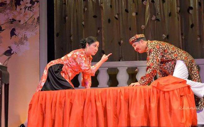 NSND Hồng Vân đóng cửa sân khấu kịch vì thua lỗ