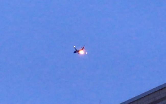Máy bay Boeing Mỹ chở 120 khách cháy nổ bùng bùng trên không