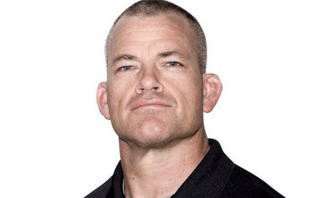 Cựu đặc nhiệm SEAL lý giải vì sao nên tập thể dục thay vì vận động trí óc ngay sau khi ngủ dậy