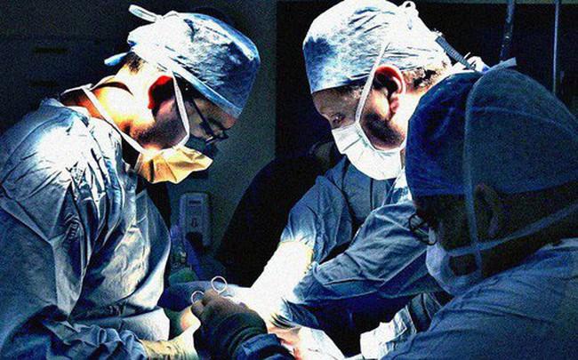 """Được """"hồi sinh"""" qua ca ghép tạng khi tưởng chừng hết hy vọng, chàng trai quyết tâm trở thành bác sĩ để đền đáp cho cuộc đời"""