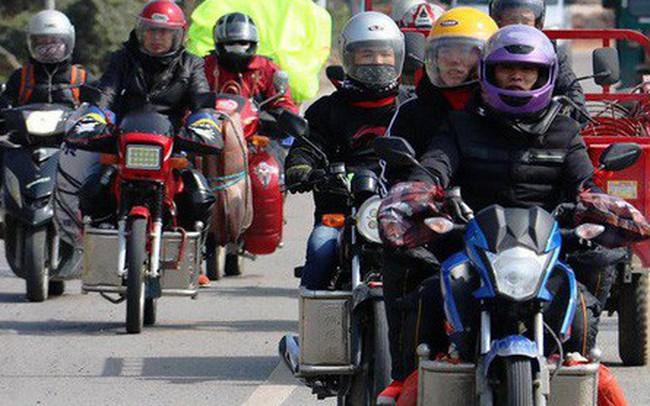 """Ngán ngẩm cảnh đông đúc tại nhà xe bến tàu, hàng chục nghìn người Trung Quốc """"phượt"""" trăm km về quê ăn Tết"""
