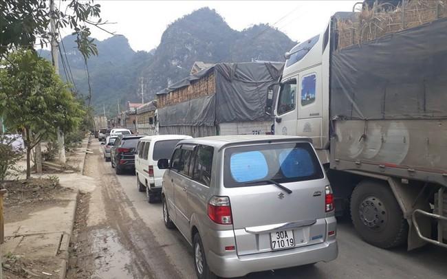 Cửa khẩu Tân Thanh những ngày cận tết: Ùn ứ hàng nghìn xe chở nông sản