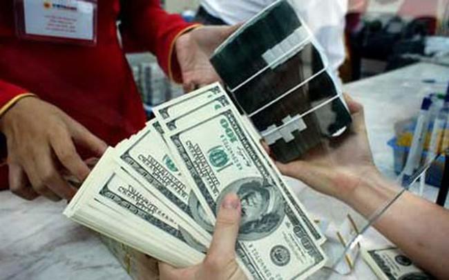 Các ngân hàng thương mại giảm mạnh giá USD