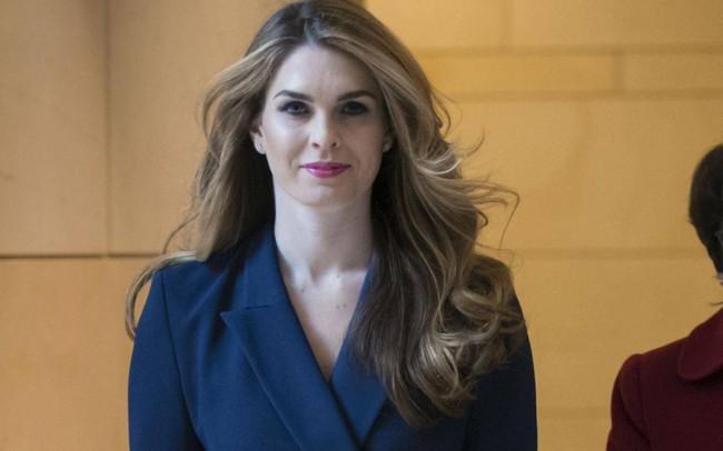 Nữ giám đốc truyền thông xinh đẹp của Nhà Trắng đột ngột từ chức